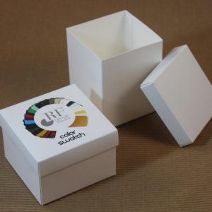 Foto delle scatole per confezioni dello Scatolificio Eugubino - modello Marmotta Bianco con stampa