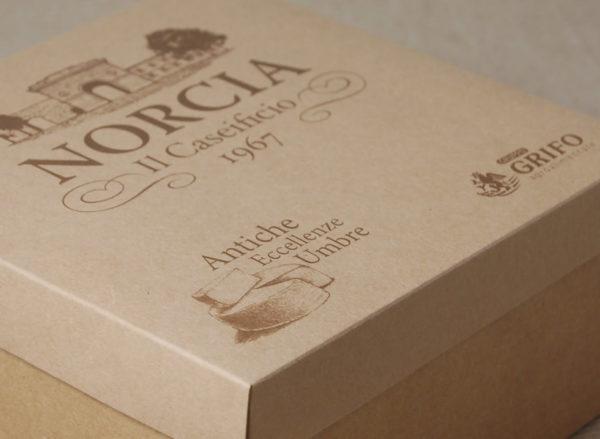 Foto delle scatole per confezioni dello Scatolificio Eugubino - modello Cordoba stampa digitale 1 colore