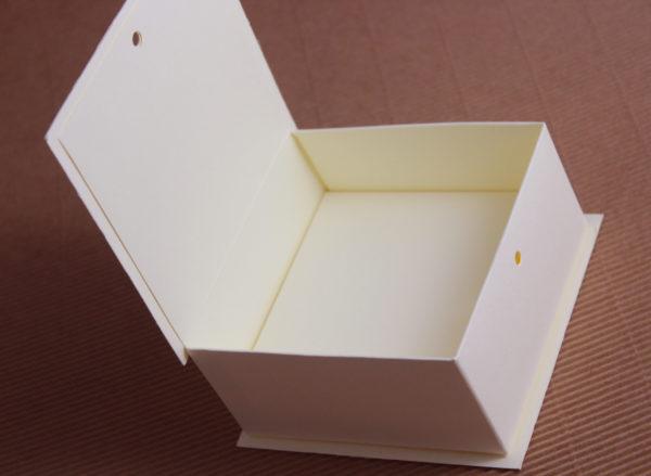 Foto delle scatole per confezioni dello Scatolificio Eugubino - modello Etrusca color Avorio