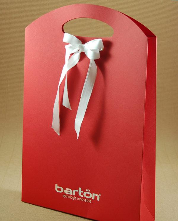 Foto delle scatole per confezioni dello Scatolificio Eugubino - modello Astra, rossa stampa argento