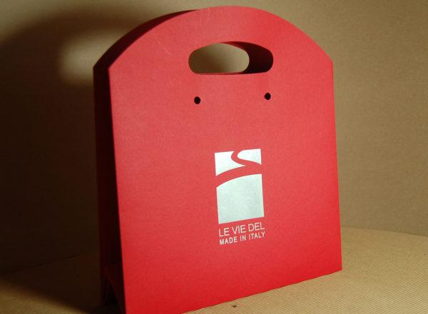 Foto delle scatole per confezioni dello Scatolificio Eugubino - modello Astra Stampa a caldo, colore rosso