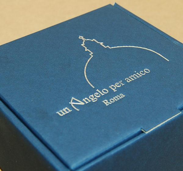 Foto delle scatole per confezioni dello Scatolificio Eugubino - modello Barchetta blu stampa argento lucido