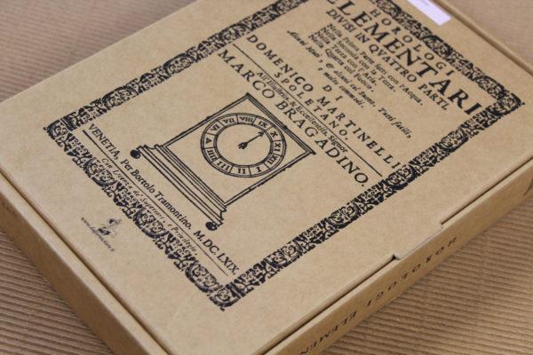 Foto delle scatole per confezioni dello Scatolificio Eugubino - modello Barchetta con stampa serigrafica 1 colore (nero)