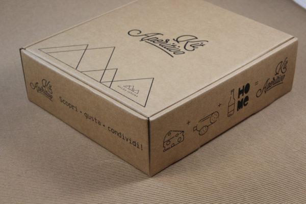 Foto delle scatole per confezioni dello Scatolificio Eugubino - modello Barchetta stampa in nero
