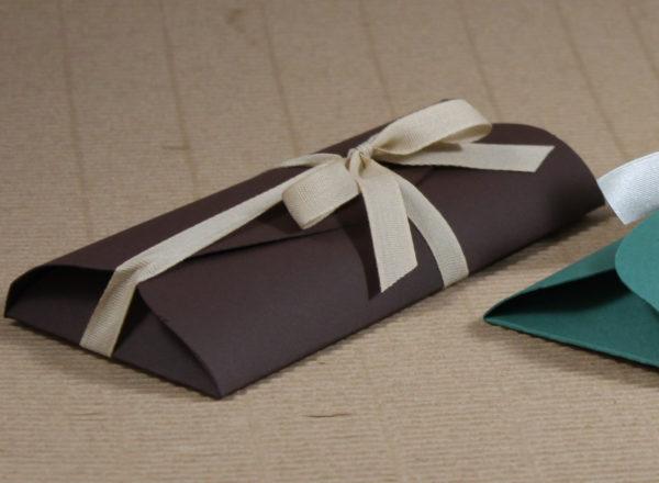 Foto delle scatole per confezioni dello Scatolificio Eugubino - modello Cortina color Carruba