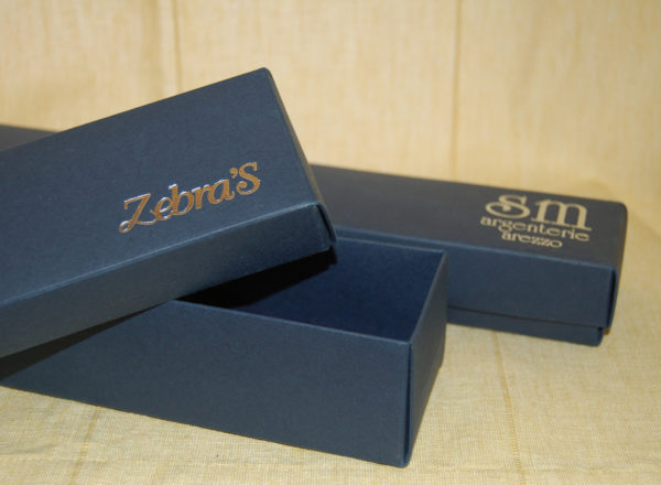 Foto delle scatole per confezioni dello Scatolificio Eugubino - modello Marmotta Doppia Parete color Blu