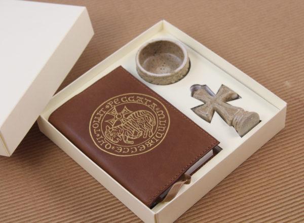 Foto delle scatole per confezioni dello Scatolificio Eugubino - modello Marmotta Doppia Parete color Avorio