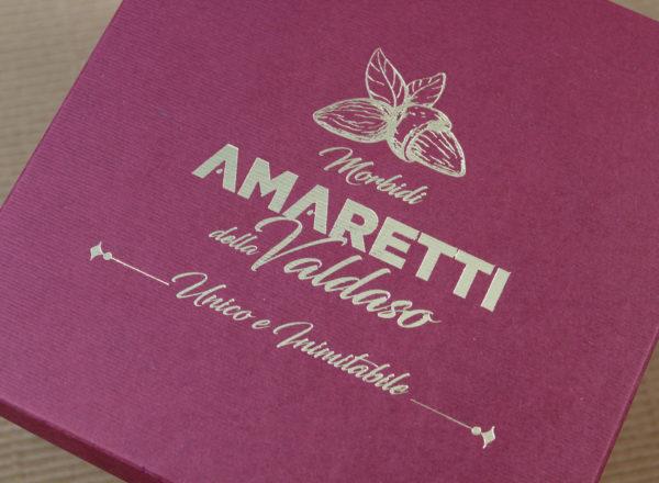 Foto delle scatole per confezioni dello Scatolificio Eugubino - modello Marmotta Doppia Parete color Bordeaux