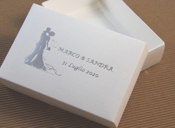Foto delle scatole per confezioni dello Scatolificio Eugubino - modello Marmotta Doppia Parete color Bianco